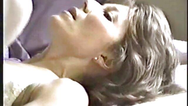 Rubia en su cama xxx gratis latino oral pov